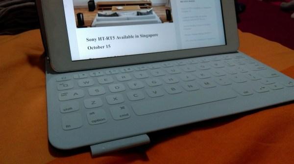 Logitech Fabric Skin Keyboard Folio for iPad Air, Carbon Black (4)