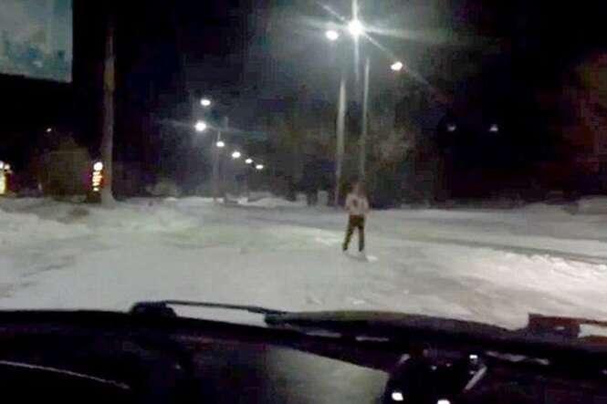Vídeo arrepiante flagra mulher encharcada de sangue confessando ter assassinado seu namorado
