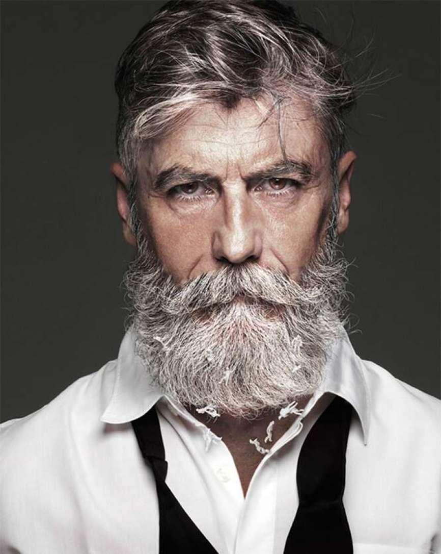 Homem deixa barba crescer 60 anos