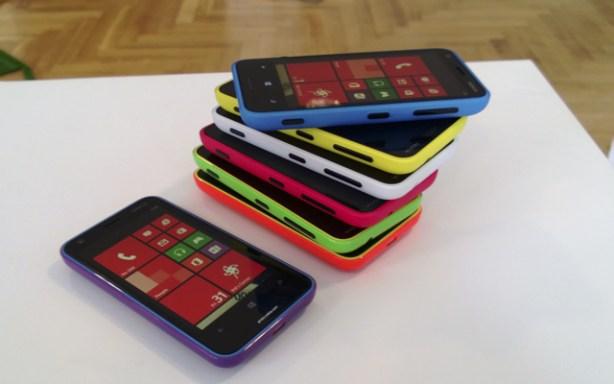 El Nokia Lumia 620 estará disponible en siete colores.