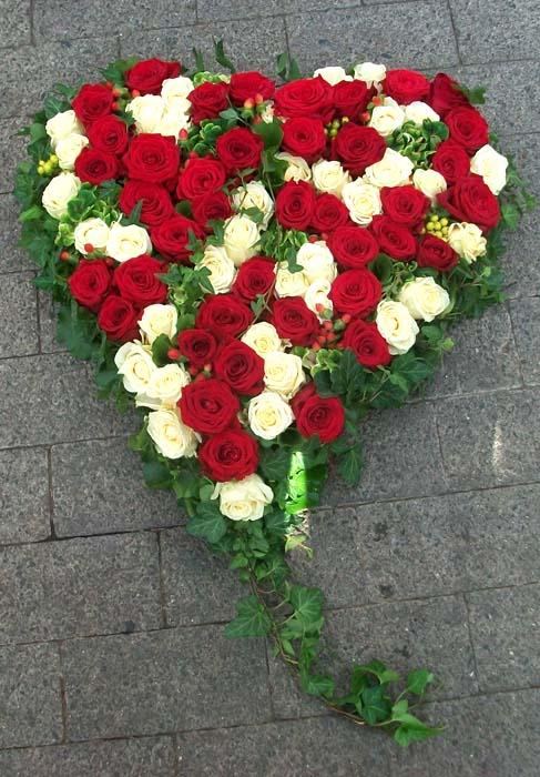 Hochzeitsschmuck  ein Herz voller Rosen  Grtnerei Pfitzner im real Heidenau