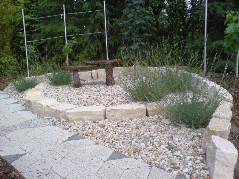 sitzplatz im garten mit kies - boisholz, Gartenarbeit ideen
