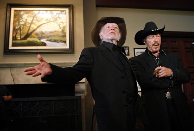 Kinky Friedman con il fraterno amico Willie Nelson
