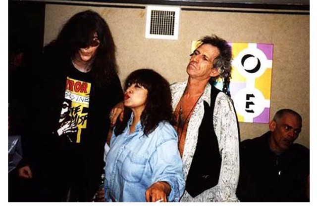 Ronnie Spector con Joey Ramone e Keith Richards – 2006