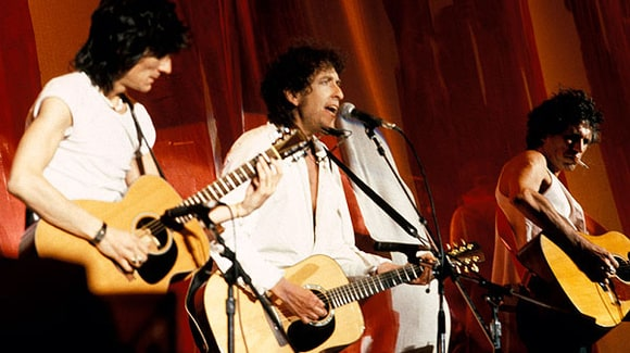 Bob Dylan con Ron Wood e Keith Richards durante il concerto benefico Live Aid