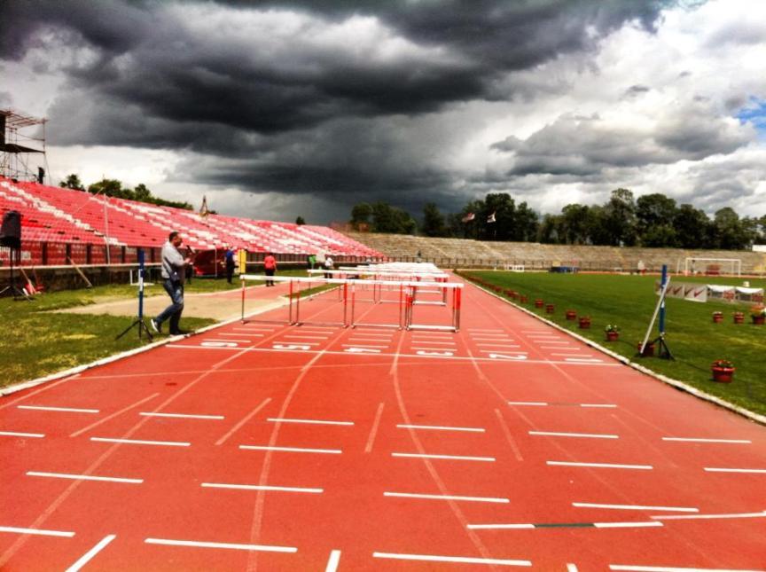 atletska staza i ciljna linija