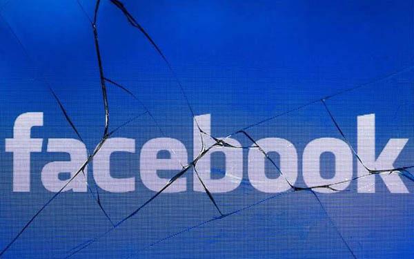 Facebook blocca un accounti di Fratelli d'Italia. Loro, furiosi, chiedono un'interrogazione parlamentare