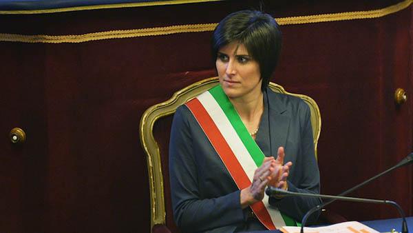 Chiara Appendino si mette di traverso a Casapound: ora diventi grande e molli Di Maio
