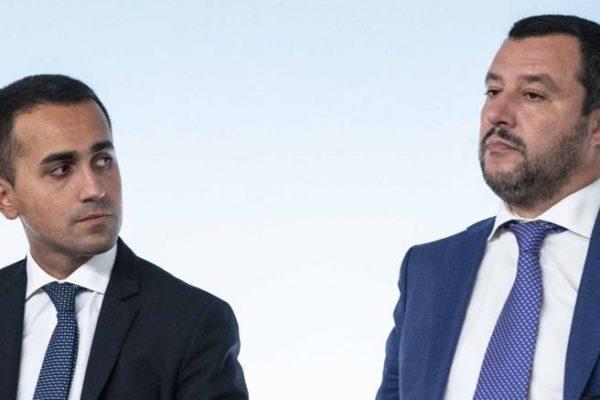 """Salvini: """"Sforare il deficit del 3%"""". Di Maio: """"Così fai salire lo spread"""". Il Gatto e la Volpe"""