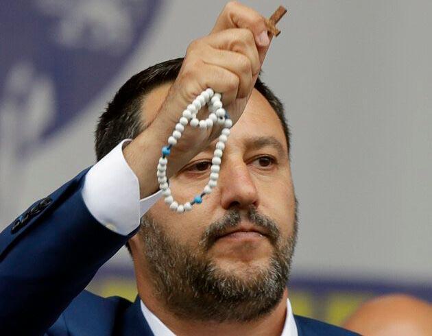 Matteo Salvini, la piazza vuota, il sogno teocratico e la benedizione Furbi et Orban