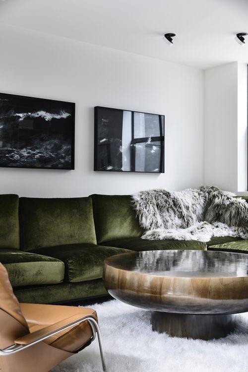 Come arredare la parete dietro il divano