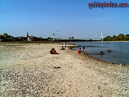 Köln Rodenkirchen: Rhein Niedrigwasser
