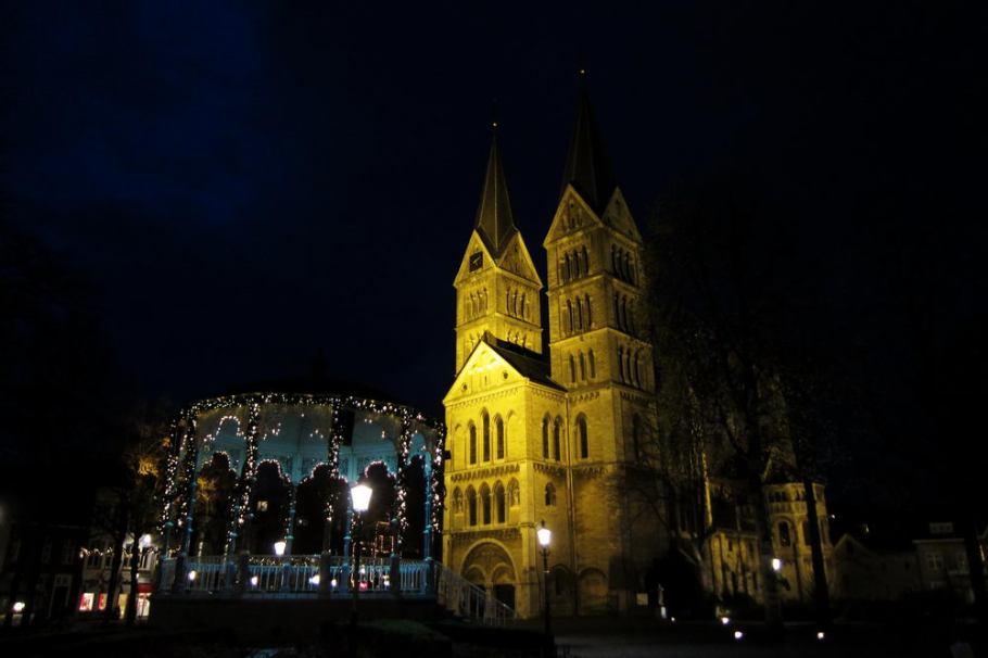 Roermond Holland - Kirche bei Nacht