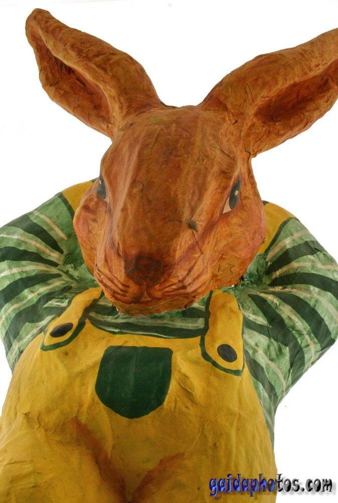 Osterhase, Figur aus Pappmaché