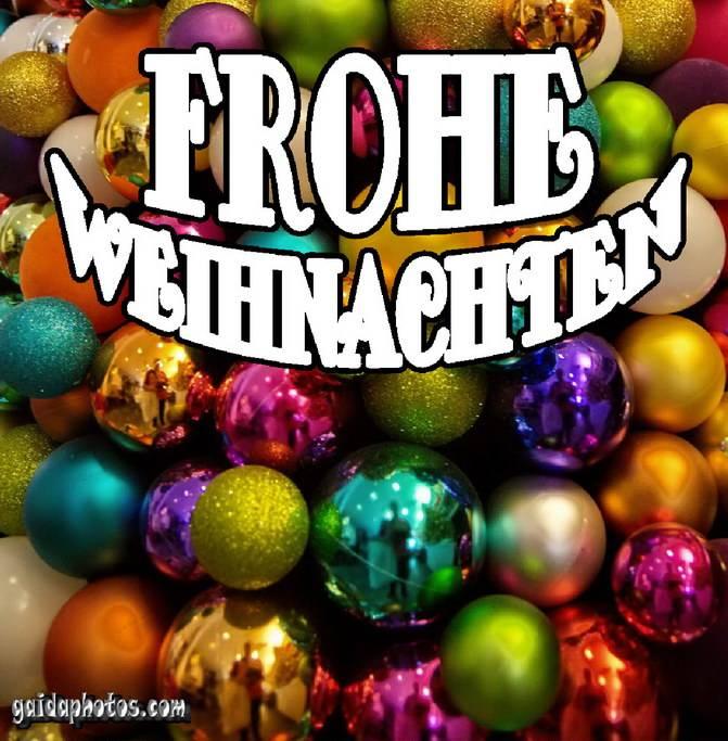 Frohe Weihnachten Karte mit Christbaumkugeln