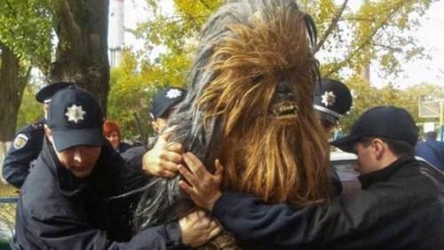 Chewbacca arrestado por la policía de Ucrania