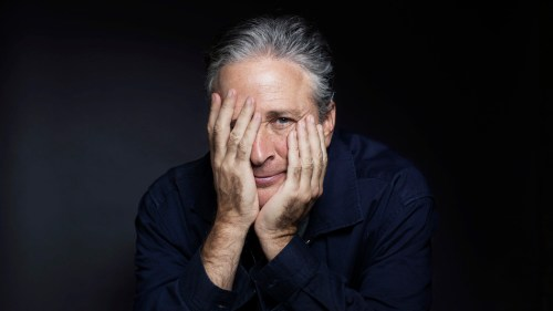 Jon Stewart firma contrato con HBO por 4 años
