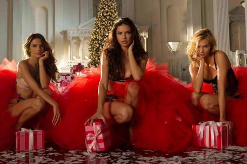 Video: Victoria's Secret: los ángeles cantan villancico