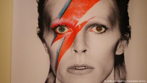 David Bowie: cantan y bailan en su honor
