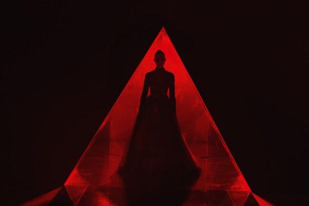 el demonio neon review juarez gongora