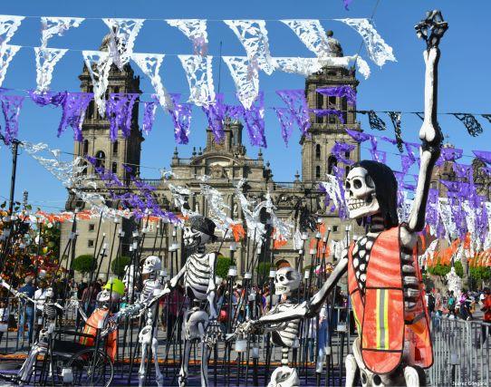 Fotos: El centro de la Ciudad de México se llenó de espantos y espectros el fin de semana