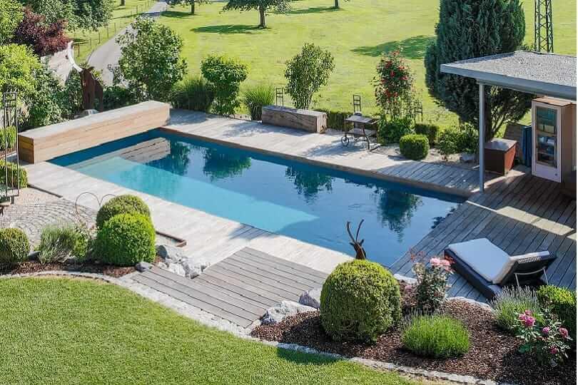 als naturnahe alternative zum pool eignet sich ein swimming teich sowohl fur die klassische als auch die mediterrane gartengestaltung
