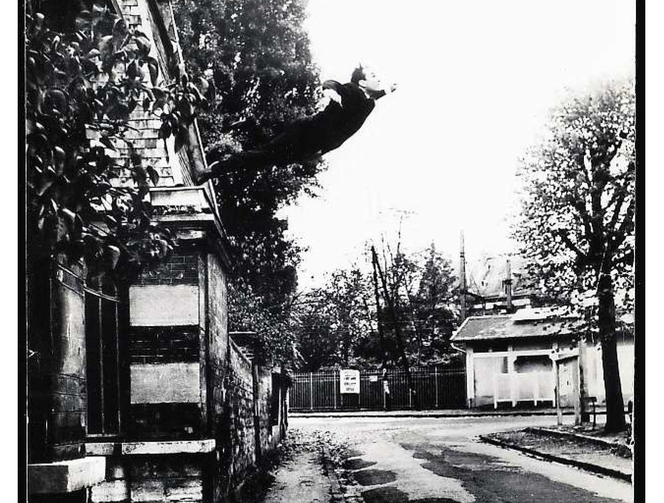 'An artist who can get away with this': The Press Response to Yves Klein's 1957 London Exhibition