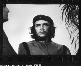 """La inolvidable foto de """"Korda"""" del Che refleja el momento en que el pueblo lloraba los muertos causados en la explosión de La Coubre en 1960."""