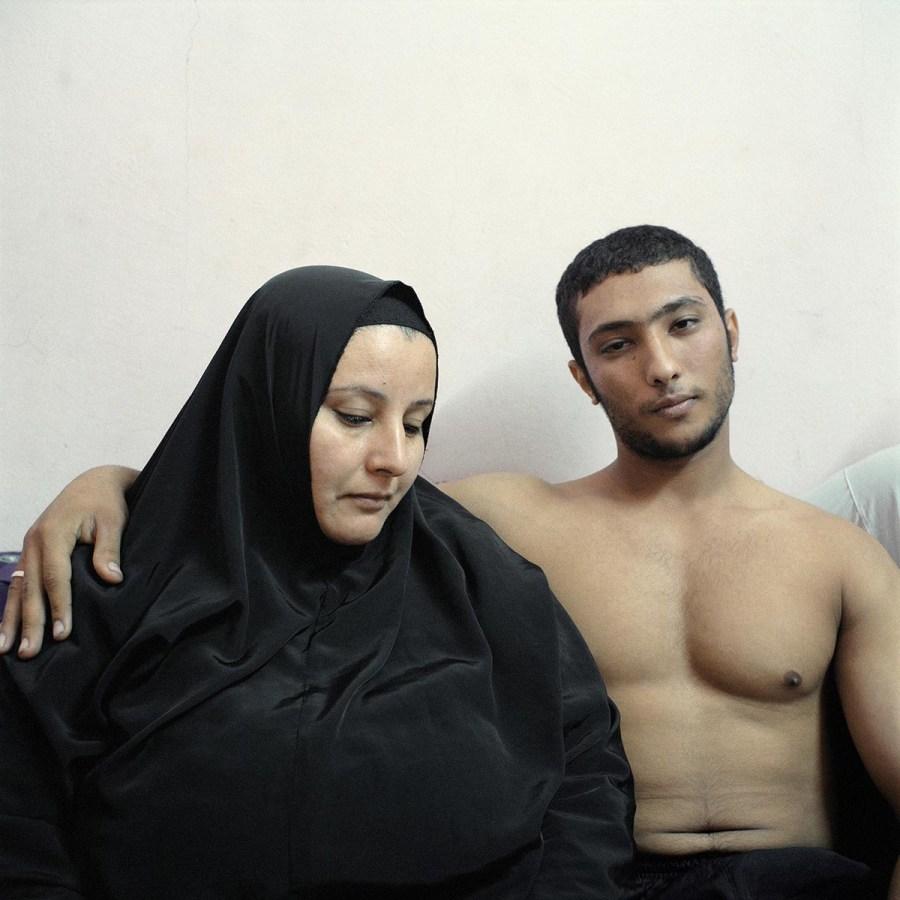 Ali et sa mère, Le Caire 2011