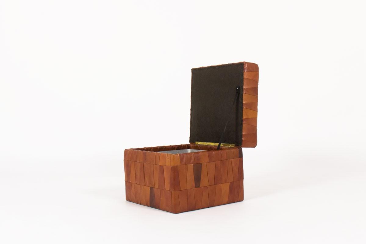 pouf coffre modele patchwork en cuir marron patine edition de sede 1960