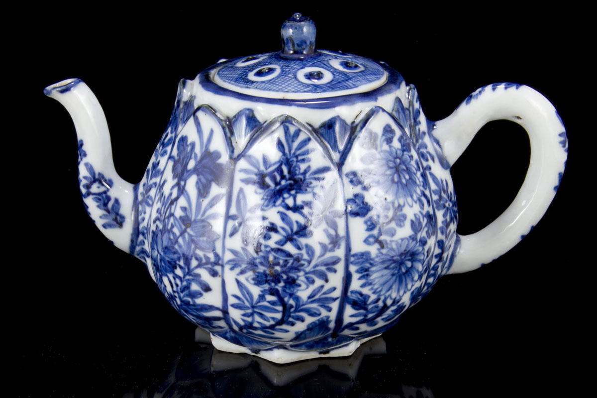 Antique Chinese export blue and white porcelain Ming and