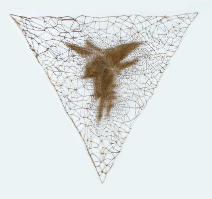 Marinette CUECO, Sans titre, triangle, 1991-1992. Entrelacs. 170cm x 170cm x 170 cm.
