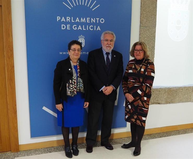 O presidente do Parlamento de Galicia, Miguel Santalices, recibe á secretaria da Asemblea Lexislativa de Salvador de Baía, María del Carmen Lula, e á presidenta do Consello da Cultura Galega, Rosario Álvarez