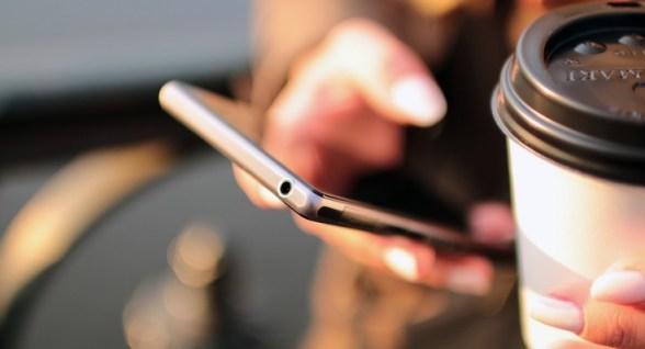 Smartphone e tablet: attenti al polso