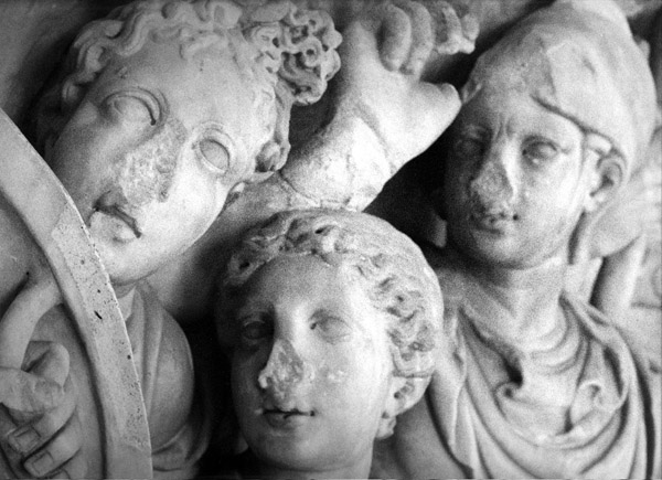 Lost and found-collection, valokuva, marmori, lasi, teräs