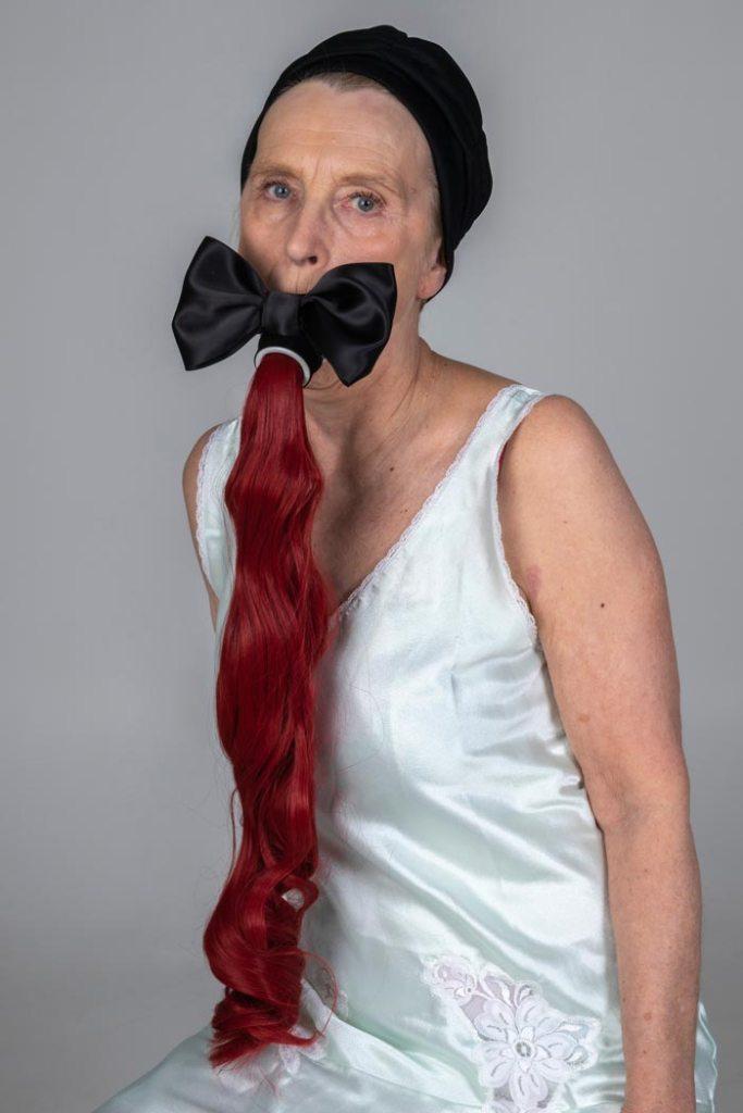 Maria Nuutinen: 5.Ariel, pigmenttivedos alumiinikomposiittilevyllä, 75 x 50 cm, 2019
