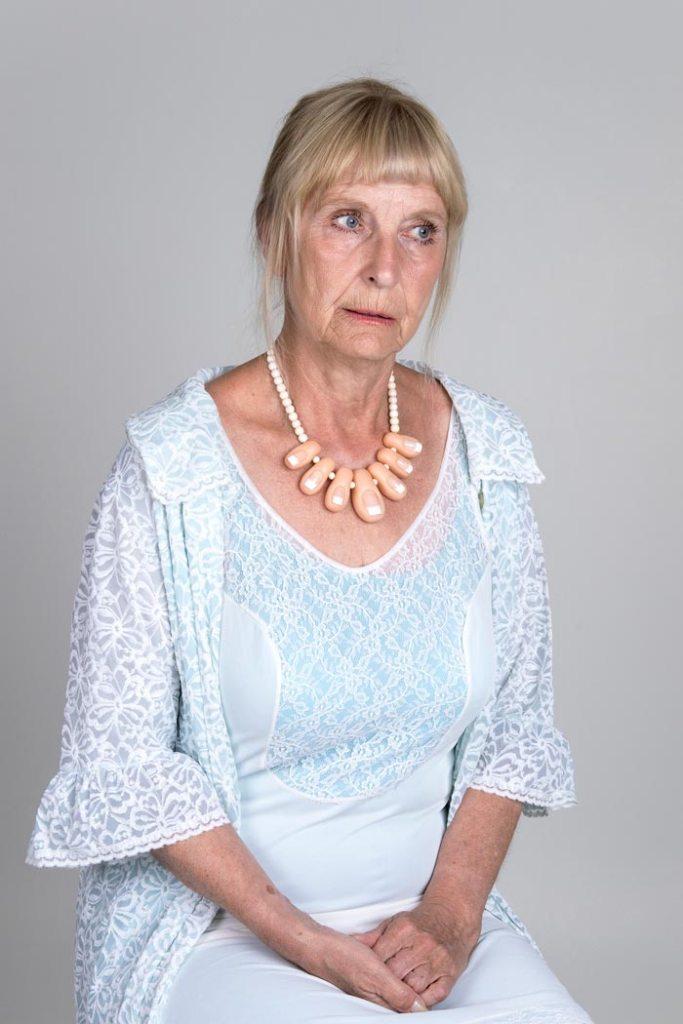 Maria Nuutinen: 6.Cinderella, pigmenttivedos alumiinikomposiittilevyllä, 75 x 50 cm, 2018