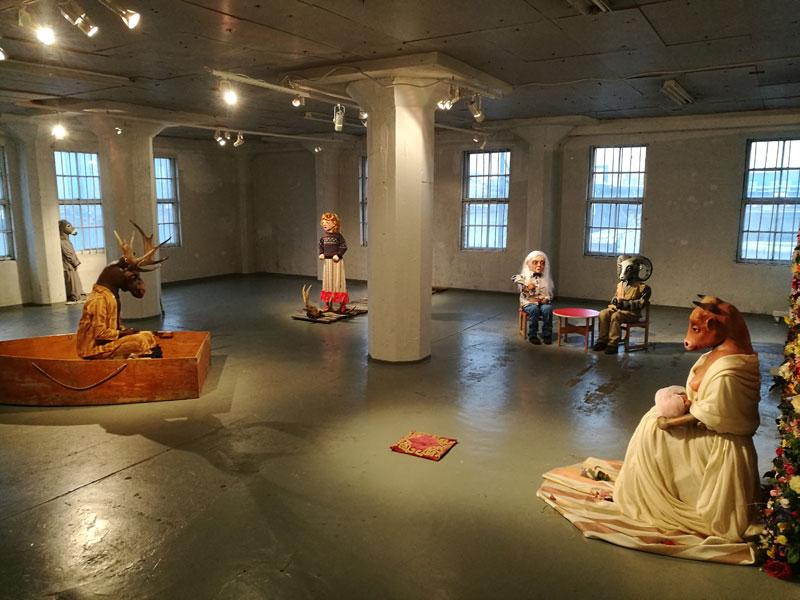 Virva Kanerva: Ole ihmisiksi (gallerianäkymä)