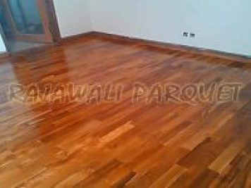 lantai kayu dalam ruangan
