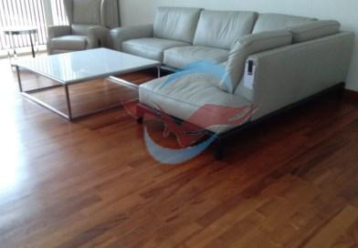 lantai kayu jati ruang tamu
