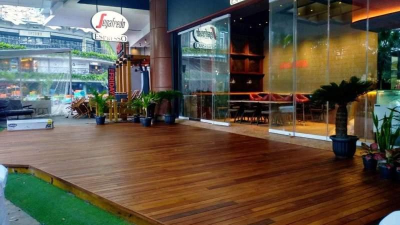 lantai kayu cafe