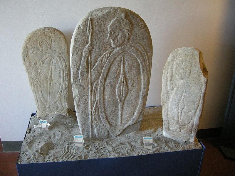 stele da castiglioncello livorno raffiguranti guerrieri liguri