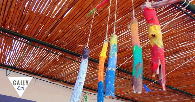 this is a very simple craft that kids can do. Plus they end up with a twig mobile craft that they can hang in their bedrooms.
