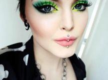 burst-of-green-christmas-makeup-3