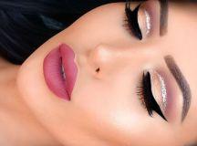 cat-eye-glitter-christmas-makeup-1