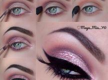 cat-eye-glitter-christmas-makeup-2