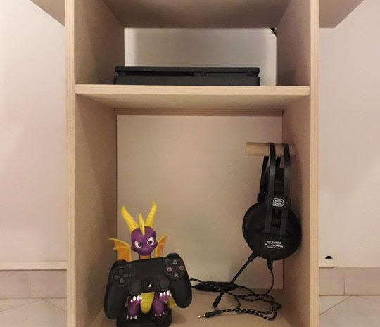 console cabinet at Game Inn 'The Lobby'