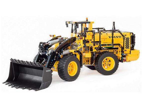 Earth Moving LEGO Technic Volvo Wheel Loader