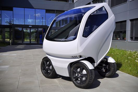 Electric SmartCar Which Can Revolve, Drive Sideways and Even Shrink