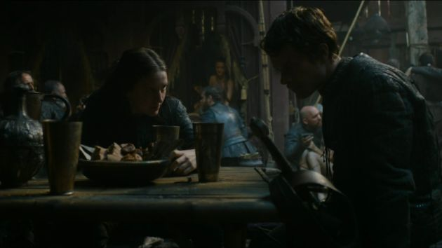 Theon-Yara-drinking